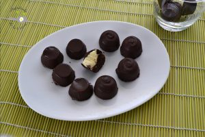 Cómo hacer bombones rellenos de trufa blanca fáciles