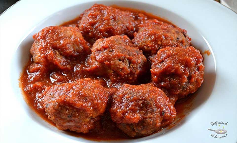 Receta de albóndigas con salsa de tomate caseras