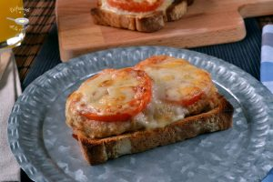 Sandwich o tosta de atún, tomate y queso (Receta fácil)