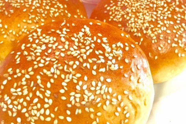 Cómo hacer panecillos de hamburguesa fáciles