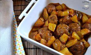 Albóndigas con patatas caseras (Receta fácil)