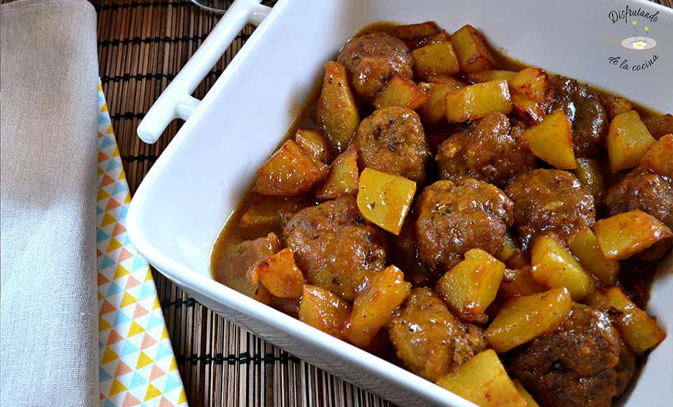 Como hacer albóndigas con patatas guisadas