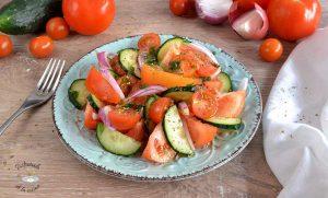 Ensalada de tomate y pepino italiana