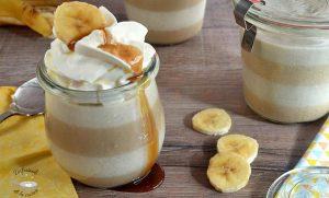 Panna cotta o panacota de plátano, caramelo y mantequilla de cacahuete