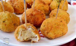 Chupachups de pechuga de pollo a la Villaroy