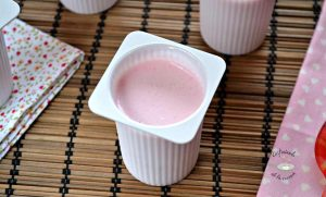 Petit suisse con gelatina de fresas casero