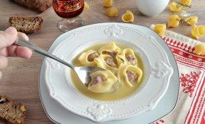 Escudella catalana y sopa de galets rellenos