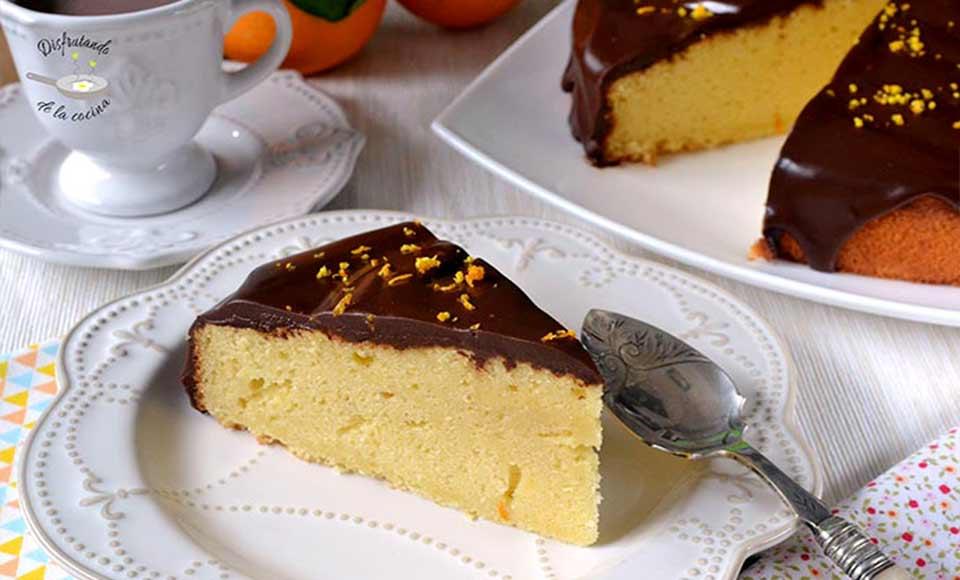 Receta de bizcocho de naranja con cobertura de chocolate