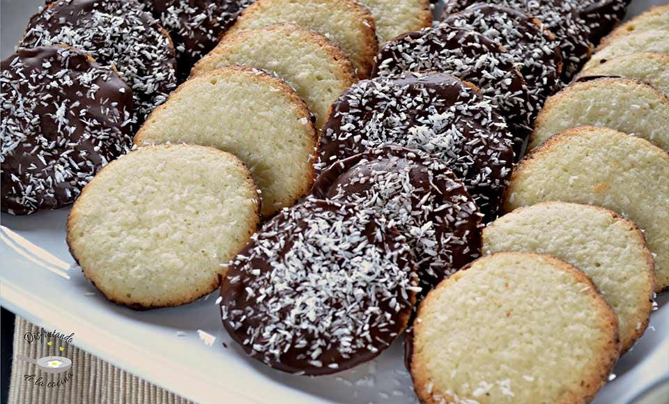 Receta de galletas de coco cubiertas de chocolate