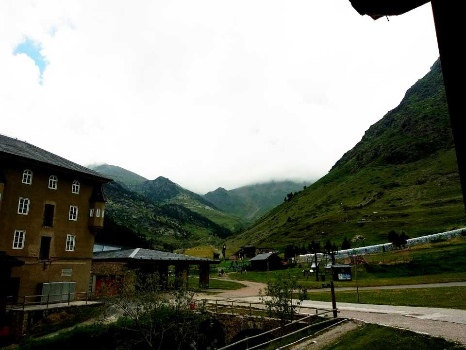 Vista Vall de Núria desde el monasterio de Núria