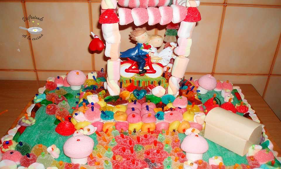 Tarta de chucherias o chuches decoración novios o boda
