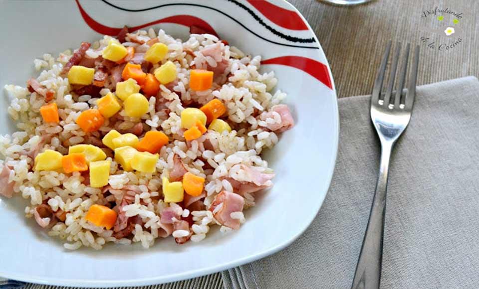 Receta de arroz con jamón, beicon y queso