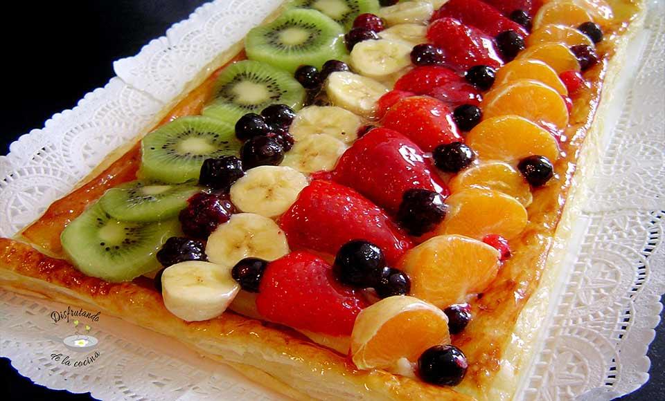 Receta de banda de hojaldre con crema y frutas