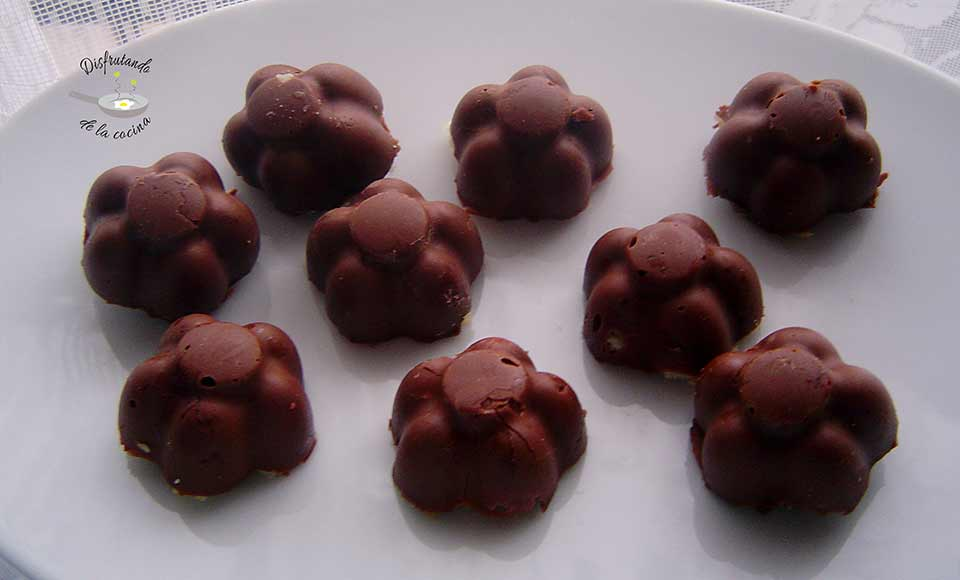 Receta de bombones de chocolate rellenos de bizcocho