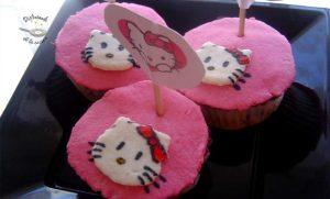 Cupcakes de fondant decoración motos y Hello Kitty