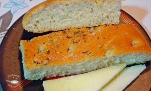 Focaccia de queso semicurado, tomillo y romero