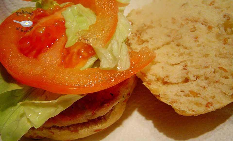 Receta de hamburguesas de atún con panecillos de lino
