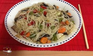 Japchae, o fideos chinos con verduras y carne
