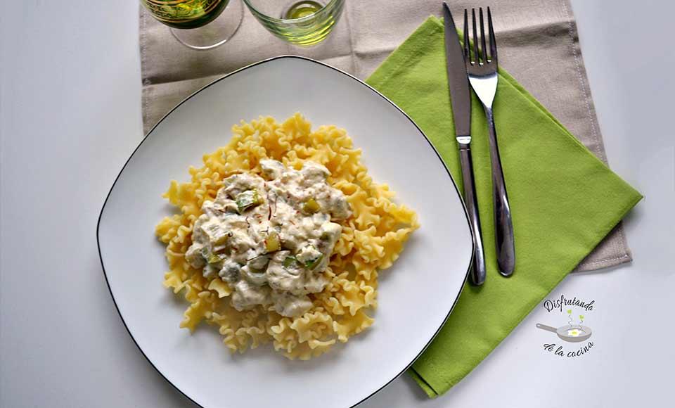 Receta con pasta con salsa de calabacín y azafrán