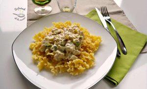 Pasta con salsa de calabacín y azafrán