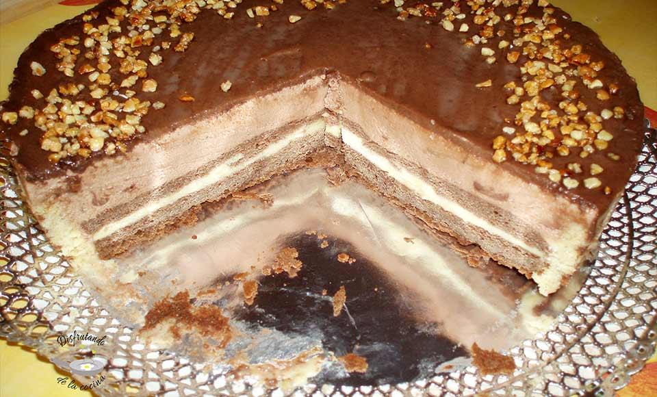 Receta de pastel decorado de arabescos de mousse de nutella con natillas