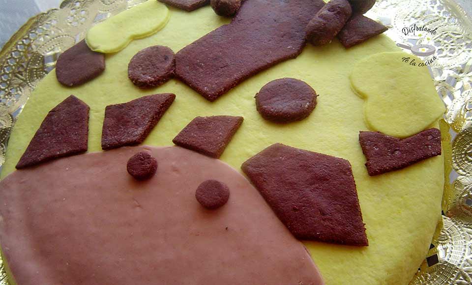 Receta de pastel de leche condensada con decoración de fondant en forma de girafa