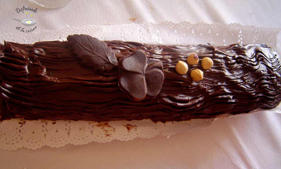 Receta de tronco de Navidad relleno de chocolate