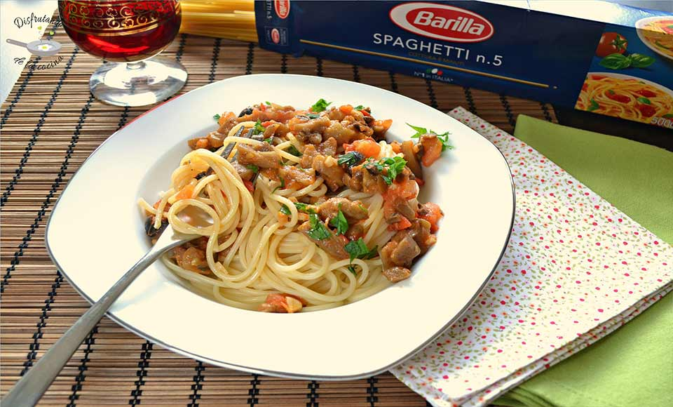 Receta de pasta con salsa de berenjenas y tomate