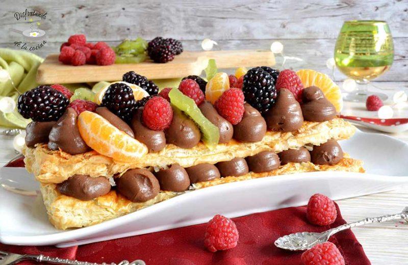 Receta de banda de hojaldre con crema de chocolate y frutas